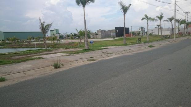 Bán gấp 3 nền đất thổ cư đường nhựa gần chợ